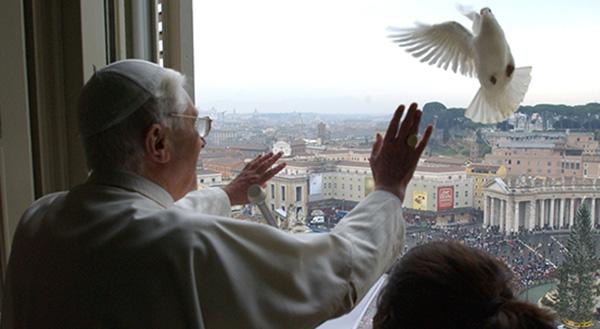 http://www.thecatholictelegraph.com/wp-content/uploads/2013/02/Pope_Dove_web.jpg