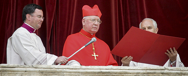 Chilean Cardinal Medina announces name of new pope in 2005