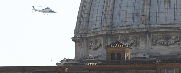 Pope Benedict XVI returns by helicopter to Vatican