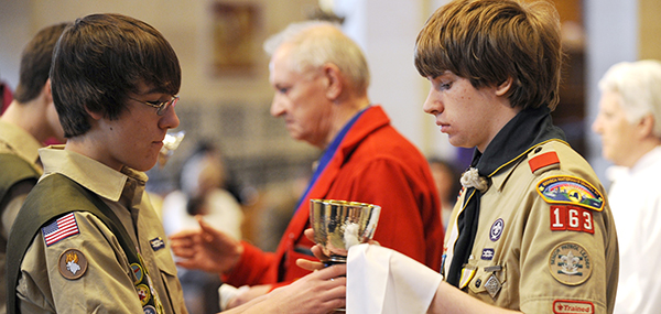 BOY SCOUTS SERVE AS EUCHARISTIC MINISTERS AT NEW YORK CATHEDRAL