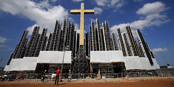Cross is centerpiece of staging area set for World Youth Day vigil, closing Mass in Rio