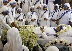 Missionaries of Charity sisters gather around the body of Sister Nirmala Joshi, 80, inside a church in Kolkata, India, June 23. Sister Nirmala succeeded Blessed Mother Teresa, a Novel laureate, as the head of the Missionaries of Charity and expanded the movement overseas. (CNS photo/Rupak De Chowdhuri, Reuters)