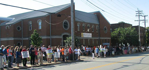1,100 people gathered in front of Planned Parenthood in Mt. Auburn on Aug. 22 to demand the government cease funding abortion provider Planned Parenthood. (Courtesy Photo/Gail Finke, Right to Life of Greater Cincinnati)