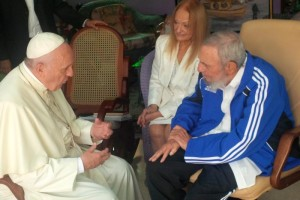 Pope Francis meets with Cuba's former President Fidel Castro at his home in Havana Sept. 20. (CNS photo/L'Osservatore Romano)