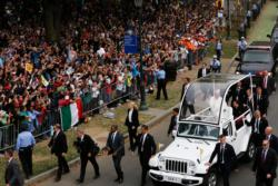 Pope Francis arrives in the popemobile for the closing Mass of the World Meeting of Families in Philadelphia Sept. 27. (CNS photo/Bob Roller)