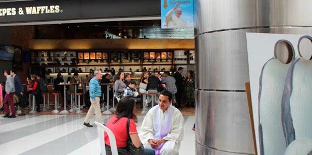 """Photos of the """"Confesatón """" in the Great Mall Station in Bogota. (Courtesy Photo/Colombian Bishops Conference)"""