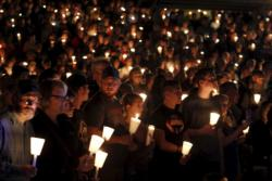 People take part in a candlelit vigil following a mass shooting at Umpqua Community College in Roseburg, Ore., Oct. 1. (CNS photo/Steve Dipaola, Reuters)