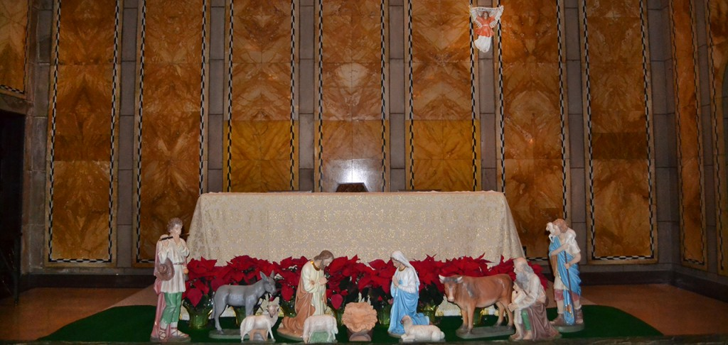 The altar at St. Louis Catholic Church in downtown Cincinnati waits in decorated silence on Dec. 23. Soon St. Louis and other churches around the Archdiocese of Cincinnati will be packed with worshippers. (CT Photo/John Stegeman)