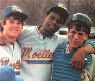 Ken Griffey Jr. as a high school athlete for Archbishop Moeller High School poses with teammates. (Courtesy Photo/Twitter.com/BigMoeBaseball)