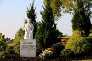 Rachel Statue Gate of Heaven Cemetery (D Tinsman Photo)