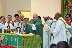Eucharistic Prayer during World Mission Sunday Mass (CT/Photo E.L. Hubbard)