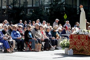 People pray the Rosary during the 10th Annual Cincinnati Rosary Crusade on Fountain Square Saturday, October 8, 2016. (CT Photo/E.L. Hubbard)