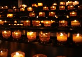 votive_candles_in_notre-dame_de_strasbourg
