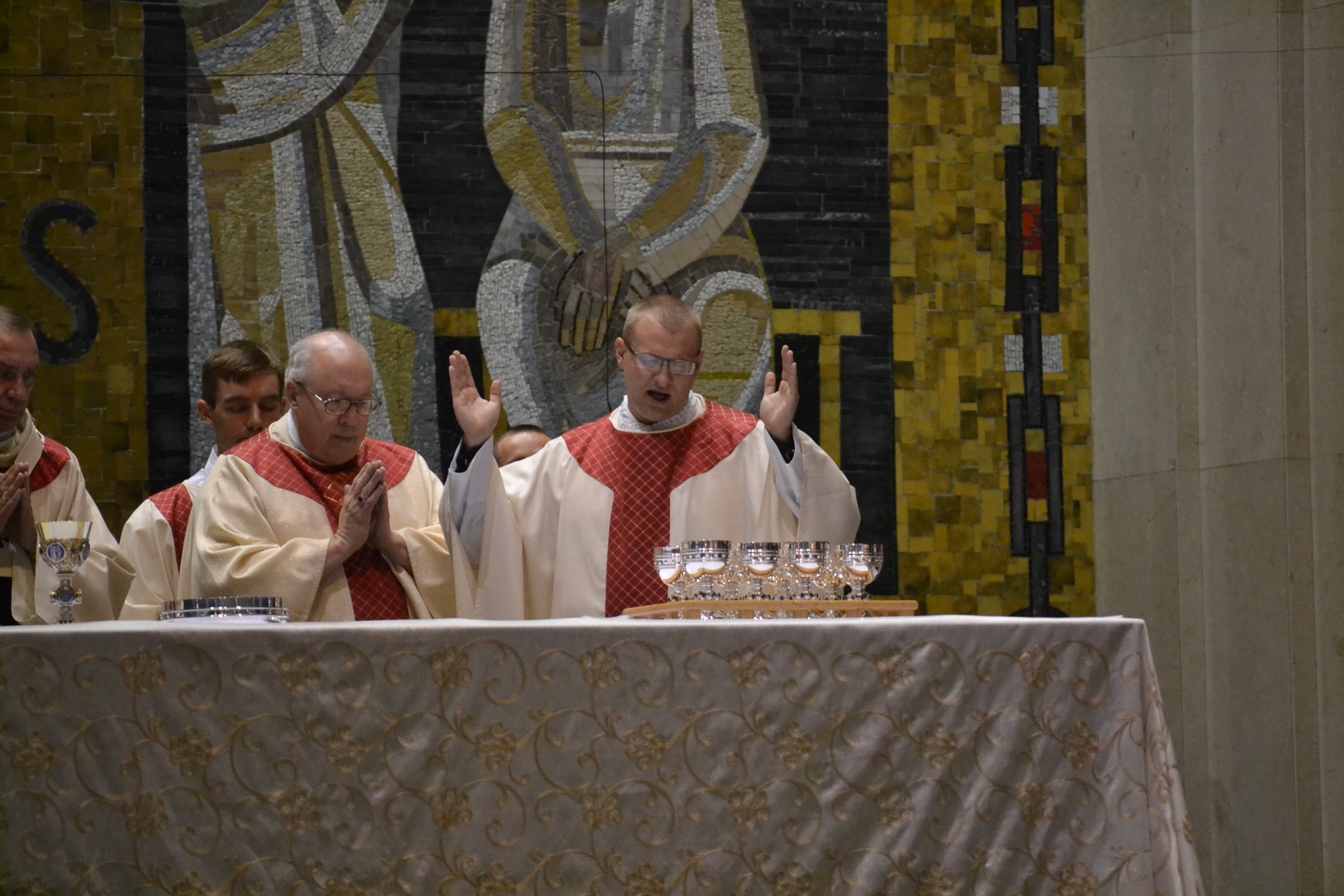 Reverend David Doseck Eucharistic Prayer (CT Photo/Greg Hartman)