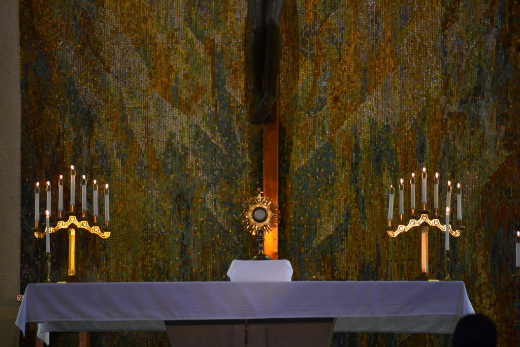 Morning Adoration (CT Photo/Greg Hartman)