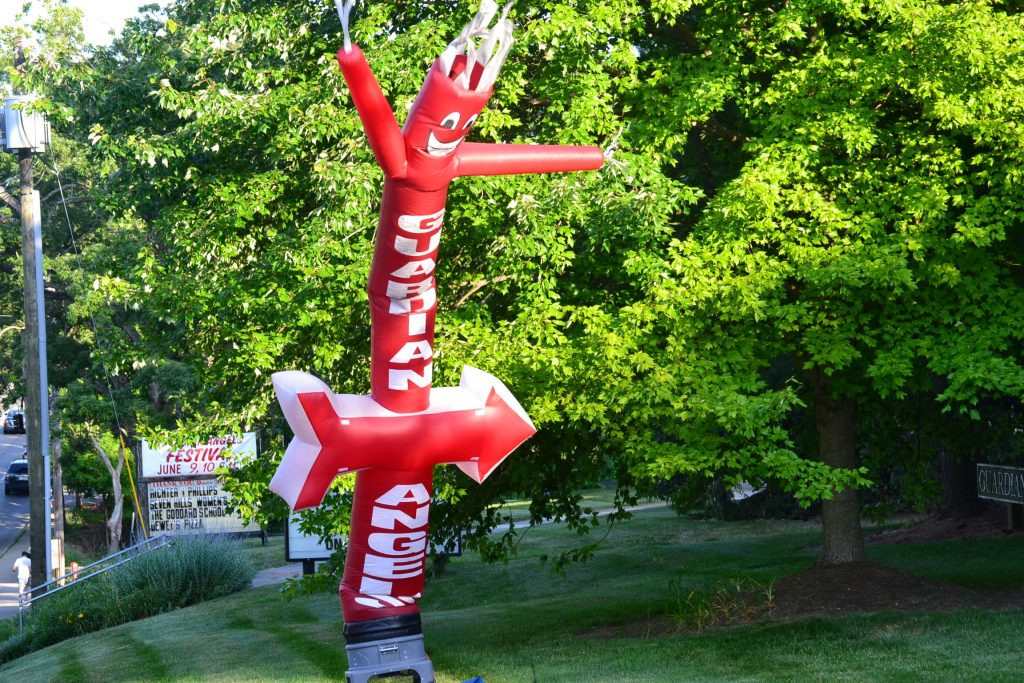 This way to AngelsFest! (CT Photo/Greg Hartman)