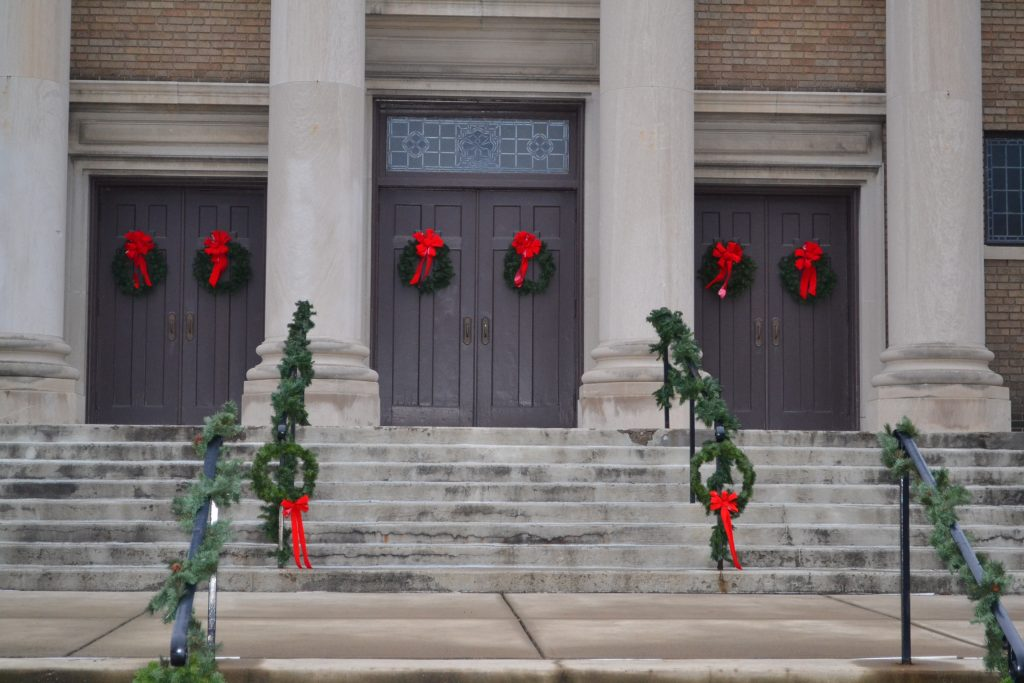 Wreaths stand vigil before the Fourth Sunday of Advent (CT Photo./Greg Hartman)
