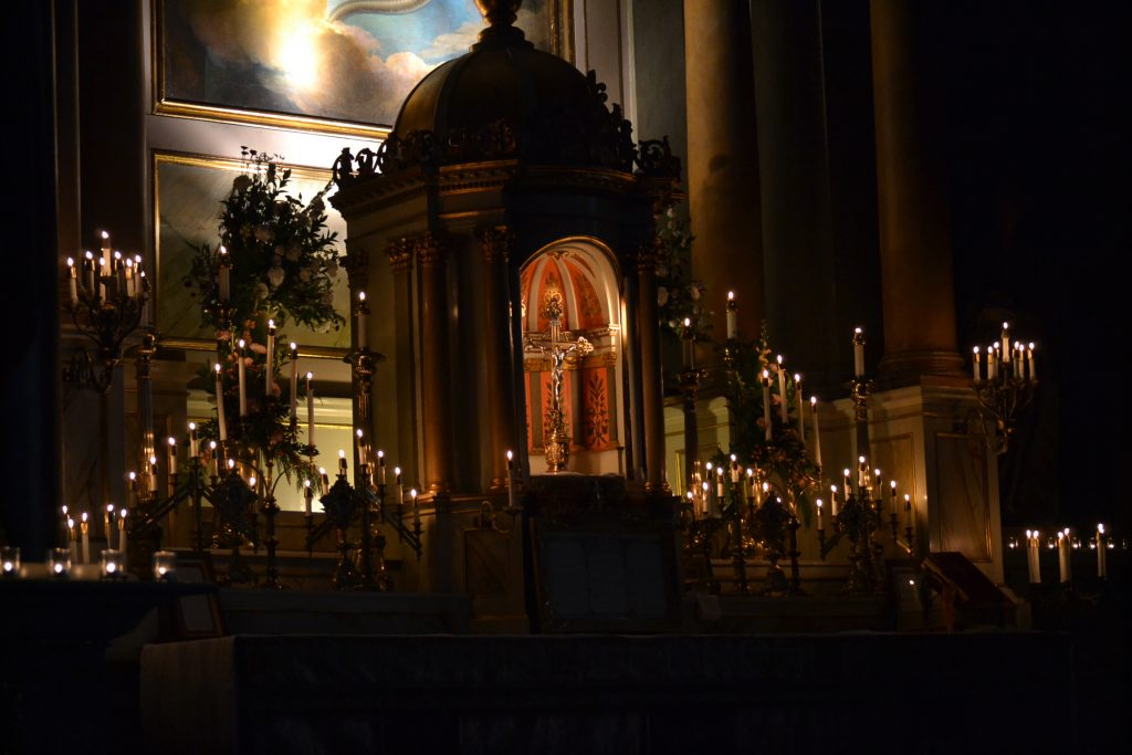 The altar bathed in candlelight (CT Photo/Greg Hartman)