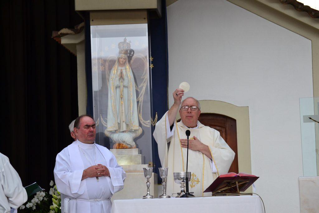 Bishop Binzer celebrating Mass at Fatima in Portugal (CT Photo/Greg Hartman)