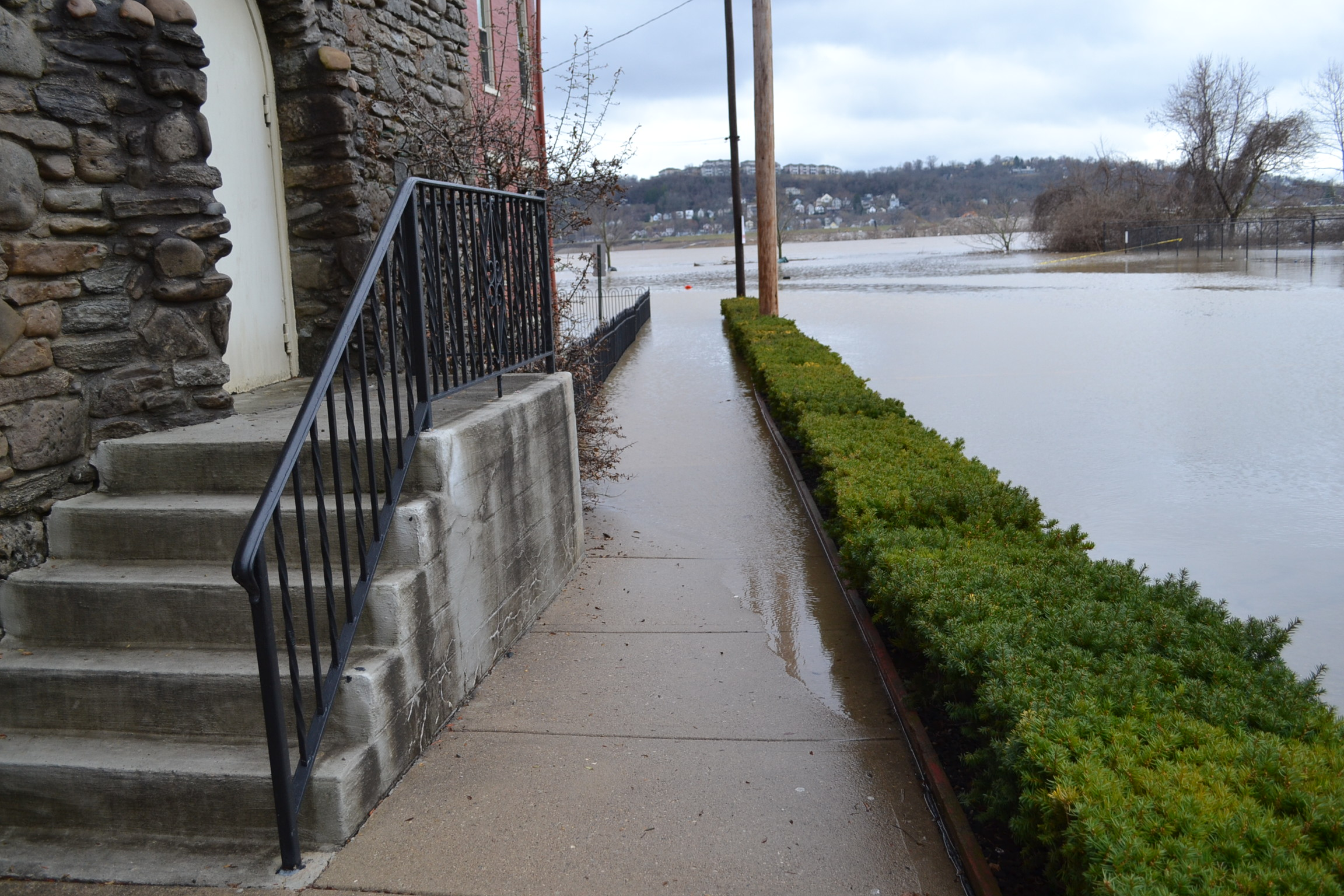 It's the Ohio River creep during the 2018 Flood. (CT Photo/Greg Hartman