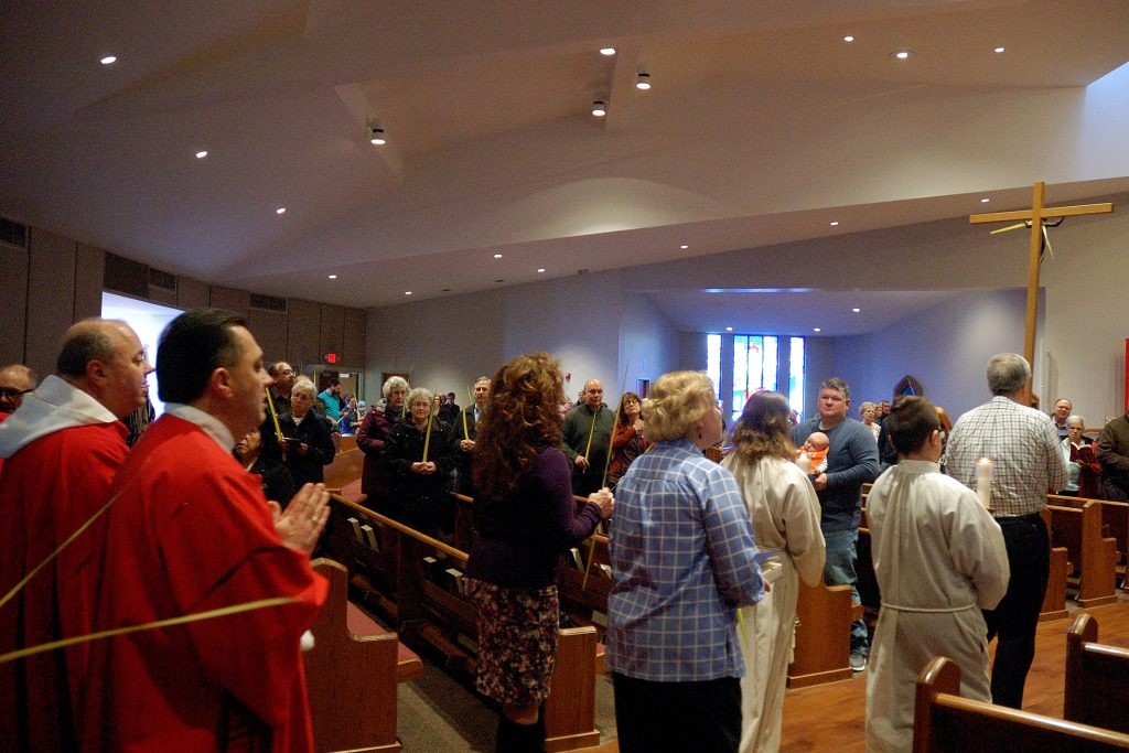 Procession into church at Ascension Parish in Kettering (CT Photo/Jeff Unroe)