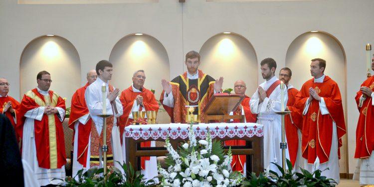 Rev. Jacob Willig during the Eucharistic Prayer (CT Photo/Greg Hartman)