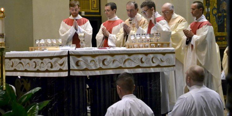 Rev. Craig Best during the Eucharistic Prayer (CT Photo/Greg Hartman)