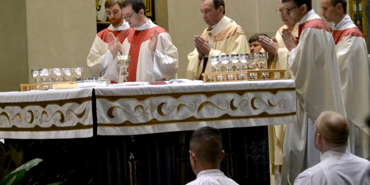 Rev. Andrew Smith during the Eucharistic Prayer (CT Photo/Greg Hartman)