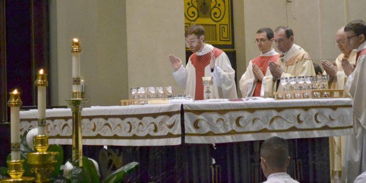 Rev. Jacob Willig during the Eucharistic Prayer (CT Photo/ Greg Hartman)