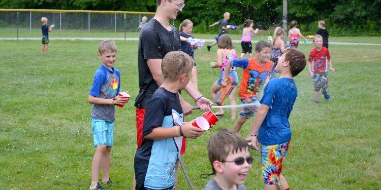 Afternoon fun as the water balloon fights began. (CT Photo/Greg Hartman)
