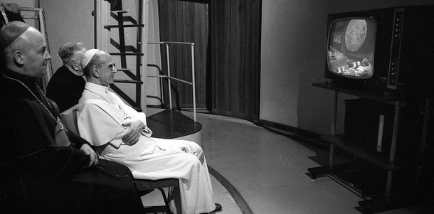 Pope Paul VI watches on television the first manned lunar landing July 21, 1969, at the Vatican Observatory in Castel Gandolfo, Italy. This year marks the 40th anniversary of the Apollo 11 mission to the moon. (CNS photo/Catholic Press Photo) (July 20, 2009)
