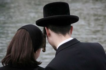 Orthodox Jewish couple. Stock photo via Shutterstock