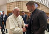 Pope Francis talks with Tim Tebow Feb. 5 at the Vatican's Paul VI Hall. Credit: Tim Tebow Foundation/CNA
