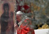 Pope Francis prays during Palm Sunday Mass April 5, 2020. Credit: Vatican Media/CNA