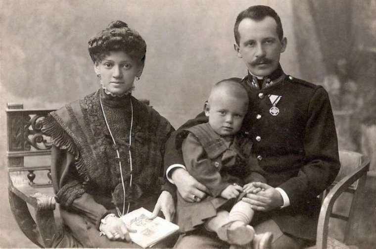 St. John Paul II's father, Karol Wojtyła, and mother, Emilia, with their eldest son, Edmund. Credit: Archidiecezja Krakowska.